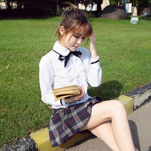 Schoolgirl nud sorğusuna uyğun..
