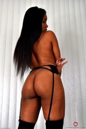Ebony chick Jenna releases her big..