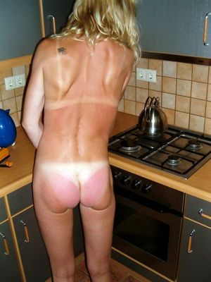Slender mature wife making house..
