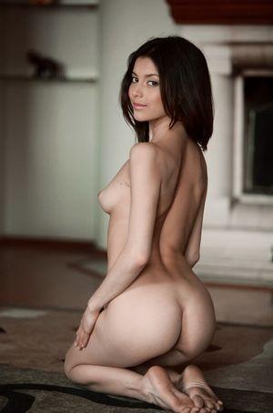 All natural and kneeling - Porno Pics