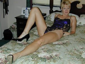Sex starving naughty milfs need their..