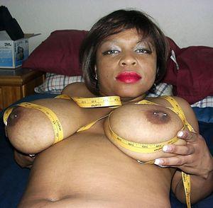 Sexy black BBW Keama Kim measures her..