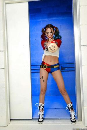 Harley Quinn Images 4-25 - xHamstercom