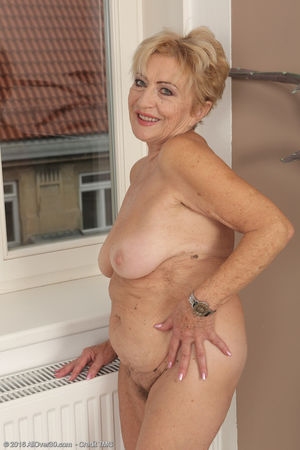 Nude mature blonde has something to..