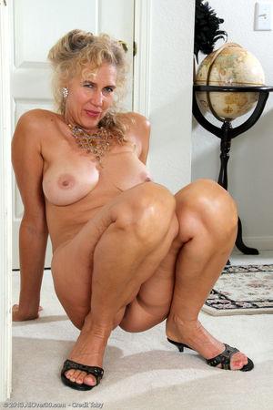 Classy ature hottie Sabrina P sheds..