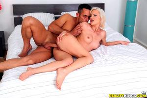 Platinum blonde chick goes bareback..