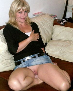 Hot upskirt pictures from cute amateur..