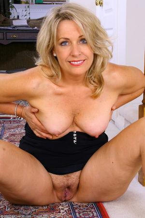 Nude beutiful older women