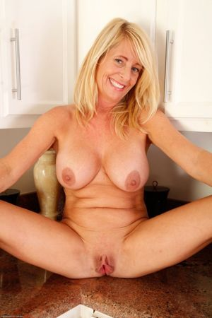 Model free pussy mature over 40 - MILF