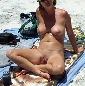 Sexy girls exposing their naked..