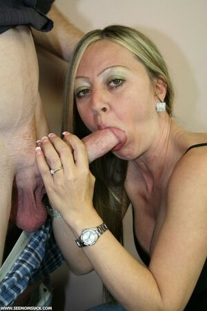Amateur MILF Sara gives an amazing..