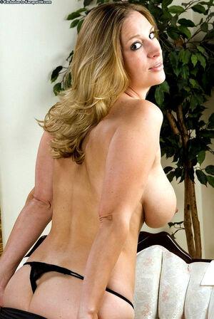 Blonde curvy Bailyn fondles her big..