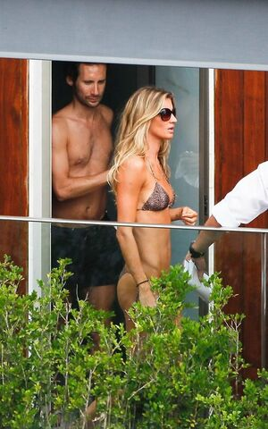 Gisele Bundchen looks hot wearing..