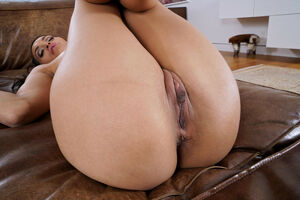 Tall Los Angeles babe Gia toying her..