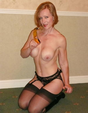 BEAUTIFUL MATURE BLONDE STOCKING..