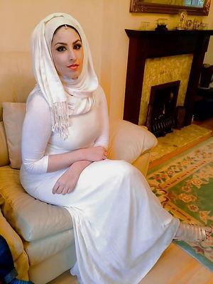 Dirty UK Muslim Arab indian mix - Pics..