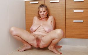 I LOVE OLDER WOMEN WITH BIG HAIRY..