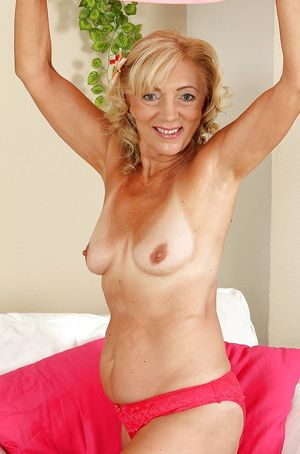 Stee's col sexy mature ladies -..