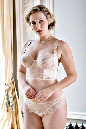 Mature women in lingerie - Porn clips