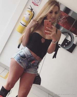 The cutest shemale teen Valery Henao -..
