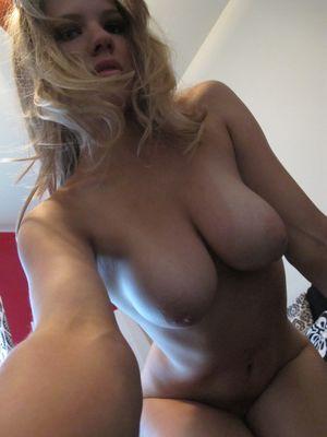 Busty blonde : Amateur