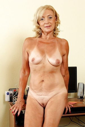 Matures And Grannies Mix - Pics -..