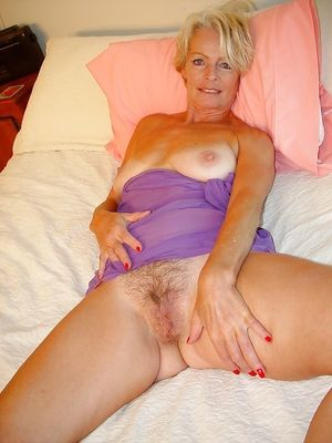 Muffmania5 (mature pussy) - Photo