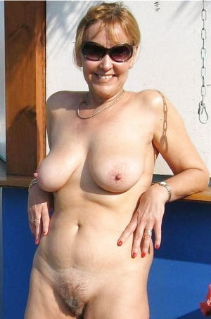 AUNTS AND MOMS - Pics - xHamster