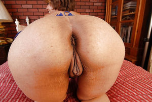 Bbw ass show pussy and sag belly -..