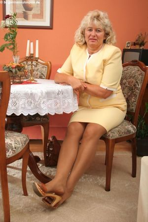 Classy Mature Feet 2014 03 07..