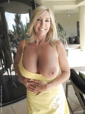 Mature with huge tits - Hot Clip