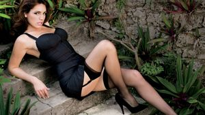 Download Wallpaper Actress Kelly Brook..