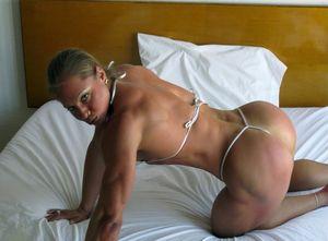 Sexy Muscular Girls in Bedroom: Monica..