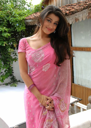 Madhurima Spicy Still in Saree-20..