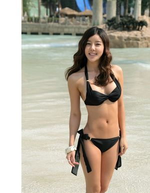 Queen Scandal: Cute Korean Bikini..