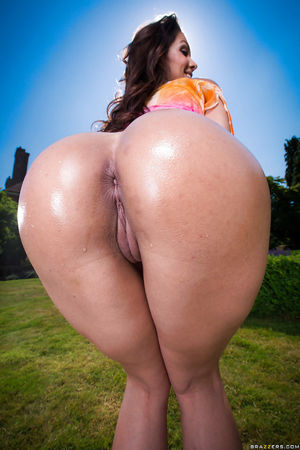 Latina ass of a hot babe Samia Duarte..