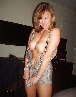 Mature mom natural tits - XXX Video
