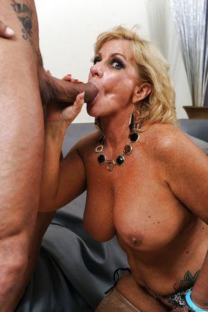 Big tits mature Zena Rey dose blowjob..