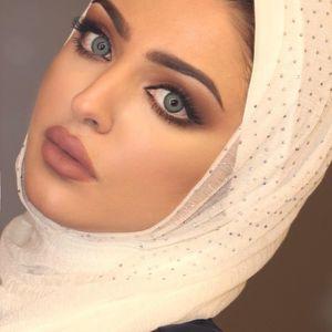 vs. Kuwaiti beauty Hanan Abdullah..