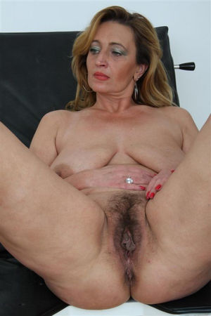 Free mature hairy pussy lips - Hairy -..
