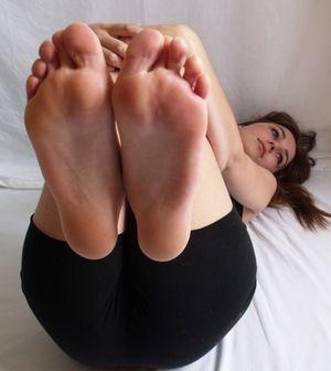 Helens cute soles upskirtporn