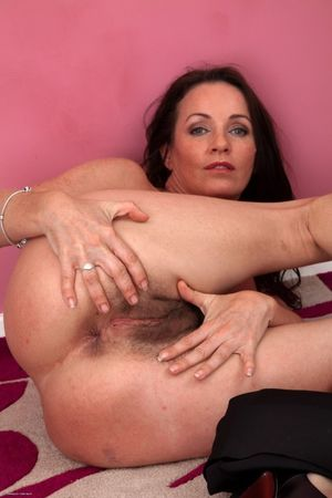 Hairy MILF Marlyn spreads her ass -..