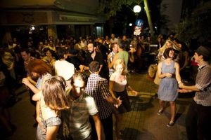 Swing party : Χορεύοντας..