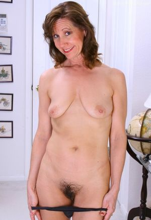 Women over 40 posing naked - Babes -..
