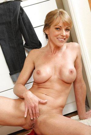 FREE XXX Pictures of Porno aril - pornBV