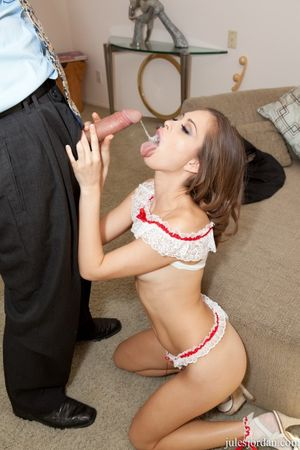 Skinny girl Riley Reid teases in sexy..