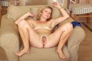 48 Year Old Susie - Exclusive MILF..