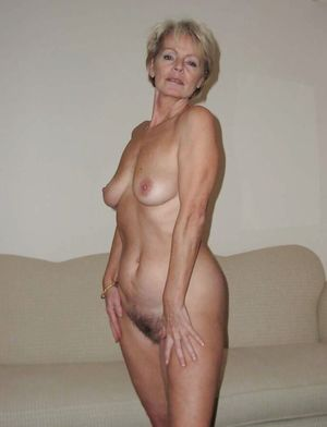beautiful mature nude woman