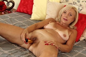 Pictures freebie -Kamilla mature granny