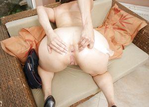 Big booty MILF spreads her fat ass..